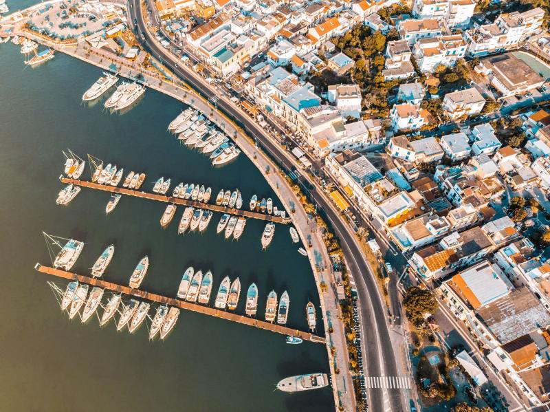 Vista dall'alto del porto turistico di Casamicciola Terme